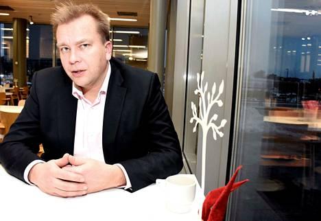 Keskustan Antti Kaikkonen kutsuu eduskuntaryhmät koolle.