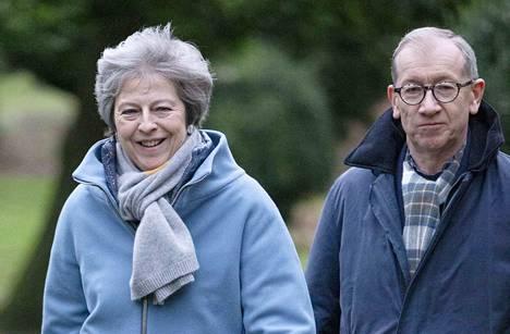 Britannian pääministeri Theresa May kävi sunnuntaina aamupäivällä miehensä Philipin kanssa kirkossa Maidenheadissa.