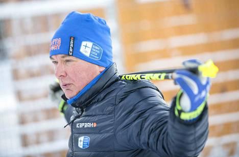 -Hiihtotekniikka ei koskaan ole täydellinen. Sitä voi aina parantaa. Myös huippuhiihtäjät tekevät säännöllisesti tekniikkaharjoituksia, sanoo Reijo Jylhä. Hän on toiminut kahteen otteeseen Suomen hiihtomaajoukkueen päävalmentajana.