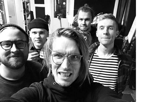 Joosua vuonna 2019: Bändi otti mustavalkoselfien viimeisissä treeneissään.