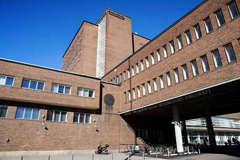 Helsingin käräjäoikeus tuomitsi vastaajan kahdeksasta rikoksesta.