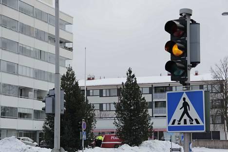 Valkeakoskella on liikaa liikennevaloja, arvosteltiin yhdessä nyt vastauksen saavassa aloitteessa. Ympäri vuorokauden valot ovat päällä neljässä liittymässä.