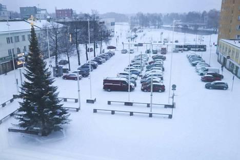 Valkeakoskella satoi runsaasti lunta jo aiemmin tällä viikolla.