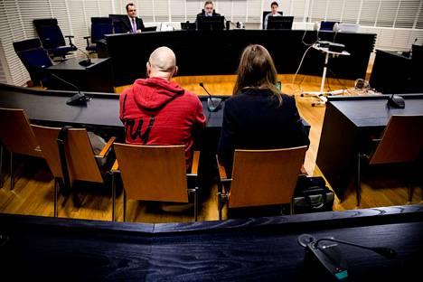 Sipulikanavan perustajaa kuultiin Itä-Uudenmaan käräjäoikeudessa useiden tuntien ajan. Miestä syytetään törkeästä huumausainerikoksesta.