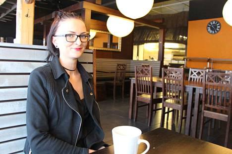 Piritta Puonti aloittaa Ravintola Hovipiian yrittäjänä.