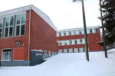 Yhteiskouluissa Turengissa ja Tervakoskella painitaan nuuskaongelman kanssa.