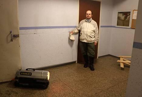 Tällä viikolla talojen rappukäytäviin on ilmestynyt lämmittimiä. Osa huoneistosta on kärsinyt pakkasvaurioita. JMJK Group huolehtii talon lämmittämisestä ja vahinkojen minimoinnista.