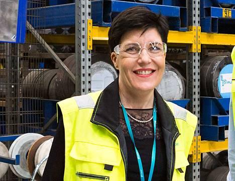 Purson HR-päällikkö Riikka Rahikainen kertoo, että Siuron tehtaalla lisätään tuotantoa uudella työvuorolla.