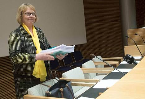 Perustuslakivaliokunnan puheenjohtaja Annika Lapintie pitää mahdollisena, että sen lausunto sote- ja maakuntauudistuksen mietintöluonnoksista voi mennä helmikuun puolelle.