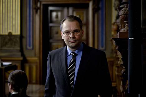 Puolustusministeri Jussi Niinistön (sin.) mukaan Lemmenjoen harjoitus on ollut enemmänkin sidosryhmätilaisuus, eikä se saisi sekoittua sotilaskoulutukseen, jota kertausharjoitukset ovat.