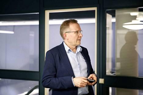 Muutosjohtaja Jukka Mäkilä kertoi tammikuussa, että Satakunnan maakuntauudistuksen projektitoimistolla oli tuolloin töissä vajaat 20 henkilöä, minkä lisäksi uudistuksen valmisteluun käytettiin paljon ostopalveluja.