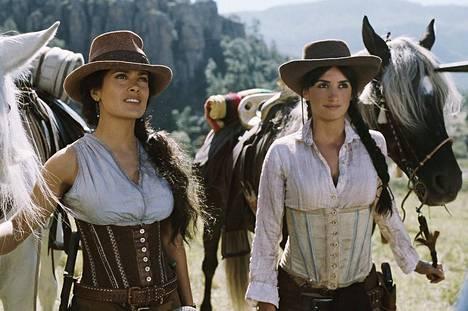 Salma Hayek, Penelope Cruz ovat pääosissa vauhdikkaassa toimintakomediassa Bandidas, jossa naiset ryhtyvät pankkirosvoiksi.