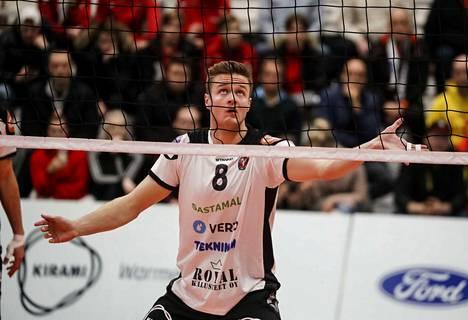 Maajoukkuesentteri Tommi Siirilä pelasi kauden ehjimmän ottelunsa keskiviikkona Kaupissa.