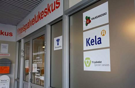 Yhteispalvelukeskus on sijoitettu Valkeakoskella kauppakeskukseen.