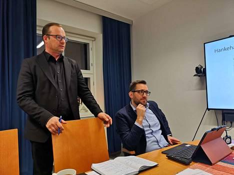 Sastamalan kaupunginjohtaja Jarkko Malmberg ja tekninen johtaja Kimmo Toukoniemi kertoivat Keikyän uimahallin tilanteesta tiedostustilaisuudessa torstaina aamulla.