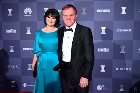 Tommi Mäkinen ja puoliso Mia Miettinen edustivat Urheilugaalassa.