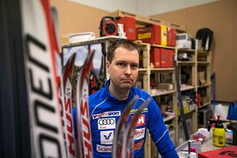 Hannu Hovila on suksihuollon ammattilainen, joka on toiminut myös maajoukkueurheilijoiden kanssa.