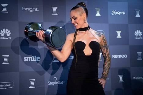 Ammattinyrkkeilijä Eva Wahlström tuuletti villisti, kun hänet valittiin Vuoden esikuvana.