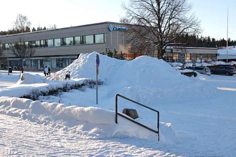 Torstain lumipyry piti sekä kunnan että yksityisten yritysten auraajat kiireisinä.