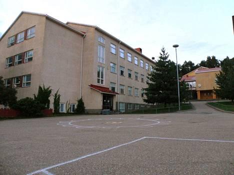 Turengin koulussa on oireiltu sisäilman vuoksi jo pitkään. Ylipaineistukselle tilanteen toivotaan helpottavan siihen saakka, kunnes uusi koulurakennus on valmis.