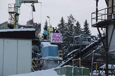 Mielenosoittajat valtasivat Stormin rikastamon perjantaina.