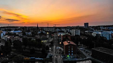 Tampereen väestöstä alle viisi prosenttia on ulkomaan kansalaisia. Viime vuonna poliisin tietoon tulleissa seksuaalirikoksissa ulkomaalaisten epäiltyjen osuus oli Tampereella kuitenkin 29,2 prosenttia.