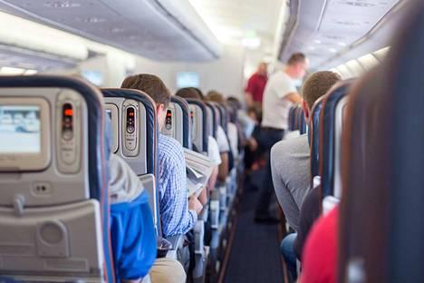 Lentokenttämalariaksi sanotaan hyttysten välityksellä saatua tartuntaa lentokentillä tai niiden läheisyydessä. Tautiin on sairastunut ihmisiä, jotka eivät ole käyneet malariamaissa.