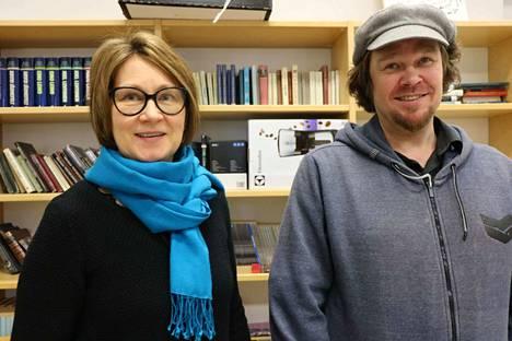 Mäntän lukion vararehtori Sirkku Polvinen ja ohjaaja-käsikirjoittaja Mare Jatkola ovat tyytyväisiä, että kulttuurikaupungin lukiossa voidaan tarjota elokuvakurssia.