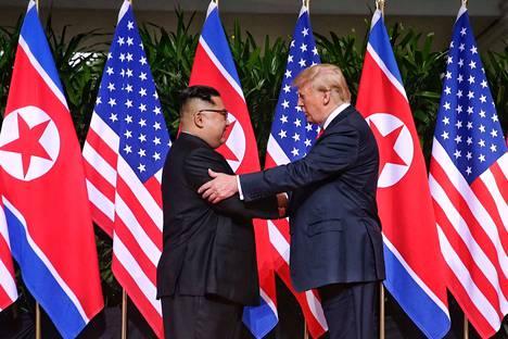 Kim Jong-un ja Donald Trump tapasivat viime kesäkuussa Singaporessa.