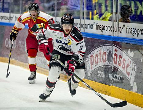 Kristian Tuohilampi urakoi Ässien alakerrassa.