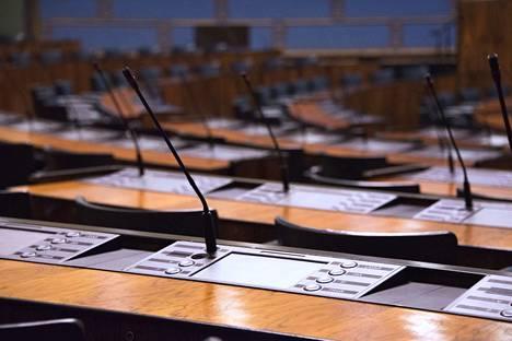 Hallitus kokoontui Oulun ja Helsingin seksuaalirikosepäilyjen takia viimeksi perjantaiaamuna. Suomessa pohditaan nyt, millä tavalla maahanmuuttopolitiikkaa voitaisiin hallita paremmin. Kuvituskuva.