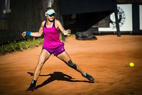Oona Orpana pelasi viime kesänä Tampere Open -turnauksessa. Hän ylsi tuolloin ensimmäisen kerran urallaan ITF-turnauksen välieriin.