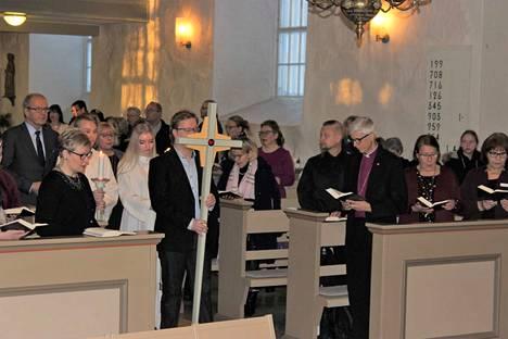 Piispantarkastusprosessi alkoi sunnuntaina messulla Pyhän Laurin kirkossa. Piispa Matti Repo osallistui messuun seurakuntalaisten kanssa.