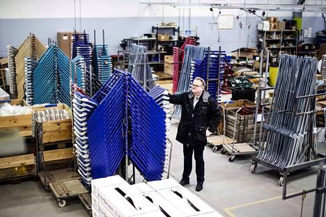 Toimitusjohtaja Mika Lahtinen on tuotantotalouden insinööri. Hän on työskennellyt pari vuosikymmentä muualla.