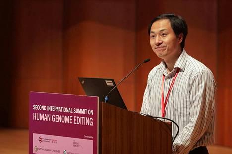 Kiinalainen biofyysikko he Jiankui järkytti maailman tiedeyhteisöä, kun hän geenimuokkasi ihmisalkioita ja antoi muokattujen lasten syntyä. Nyt kaksoset ovat lääkäreiden tarkkailussa, ja He on erotettu.