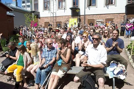 Elävä runous kiinnostaa monenikäisiä. Tuottaja Simo Ollilan mukaan kävijöitä on tavallisesti 1400–1500. Viimekesäisen kävijäkyselyn mukaan 40 prosenttia oli ensimmäistä kertaa. Seuraava festivaali on kesäkuussa 2020.