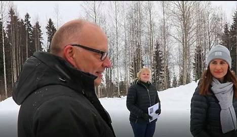 Tekninen johtaja Harri Apell, kehityspäällikkö Sirkku Mäkelä ja kunnanjohtaja Eeva Kyrönviita havittelevat Ruoveden taajamaa luontokeitaaksi.