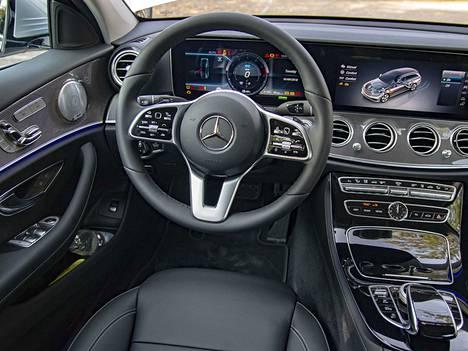 Sähköä ilmassa. Daimler satsaa globaalisti sähköautojen akkutuotantoon.