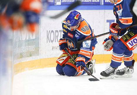 Sami Moilanen putosi jäänpintaan Jaakko Rissasen taklauksen jälkeen tiistaina. Moilanen sai tilanteessa aivotärähdyksen.