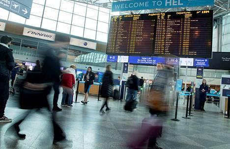 EU:n alueella lentomatkan viivästyksestä voi saada 125–400 euron korvauksia, kaukomatkoista enemmän. Korvausta ei kuitenkaan saa, jos viivästyksestä on ilmoitettu ajoissa tai sen syynä ovat poikkeukselliset olosuhteet. Kuluttaja-asiamies on nyt viemässä oikeuteen muutamia korvausriitoja.