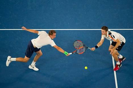 Henri Kontinen (vas.) ja John Peers voittivat Australian avoimet kaksi vuotta sitten. Kaksikon peli luistaa myös nyt.