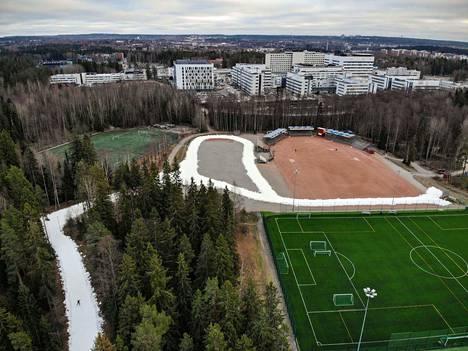 Tältä näytti Kaupin urheilupuiston latu viime marraskuussa. Jatkossa hiihtoaika pitenee nykyistä pidemmälle kevääseen suurten uudistusten myötä.