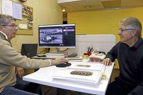 Ylöjärvi-Seuran Antero Mäkkylä (vas.) ja Torbjörn Nikus ovat tehneet ison työn vanhan kuvamateriaalin digitoinnin alkuun saattamiseksi.