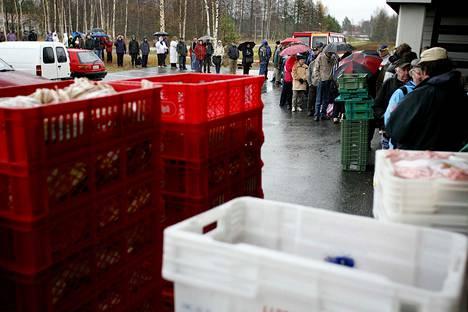 –Olemme rakentamassa Suomea, jossa kansa jakaantuu köyhiin ja hyvin toimeentuleviin, Silja Paavola kirjoittaa.