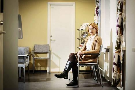 Vastaanottotoiminnan ylilääkäri Kati Myllymäki sanoo, että Tampereen kaupunki ei voi laittaa lääkärinaikoja vapaasti nettiin varattavaksi. –Me haluamme ensin arvioida hoidon tarpeen. Tilanne olisi toinen, jos jokaisesta vastaanottoajasta maksettaisiin 50–100 euroa, kuten yksityisellä puolella.