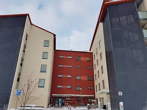 Hoivakoti Wäinämöisessä tuottaa kaupunki vanhusten ympärivuorokautista tehostettua palveluasumista kahdessa kerroksessa ja Mehiläinen Hoivapalvelut Oy kahdessa kerroksessa. Sopimus on voimassa vuoden loppuun.
