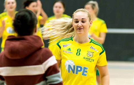 Hattutempun lauantaina iskenyt Jenni Häkli (8) palkittiin Ilveksen parhaana pelaajana voitokkaassa kotiottelussa FC Sportia vastaan.
