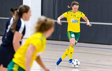 Ilveksen liigakierroksen toisessa kotiottelussa hattutemppuilijana kunnostautui vuorostaan Maria Mäntylä (19), joka upotti kolme maalia FTK:n verkkoon sunnuntaina.