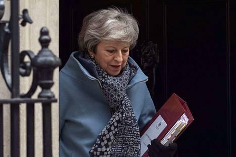 Pääministeri Theresa May ei hyväksy EU-eron viivästyttämistä.