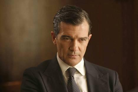 Rafen (Antonio Banderas) on vaimon rakastaja Toinen mies -elokuvassa.